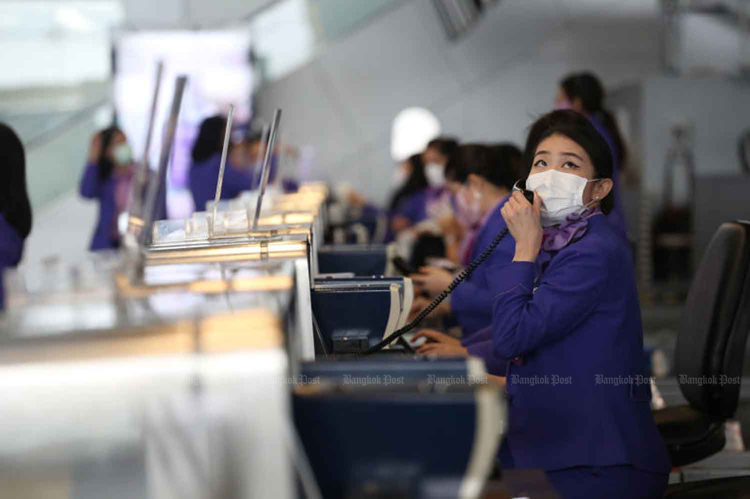 Thai Airways International staff at work at Suvarnabhumi airport during the pandemic. (File photo: Varuth Hirunyatheb)