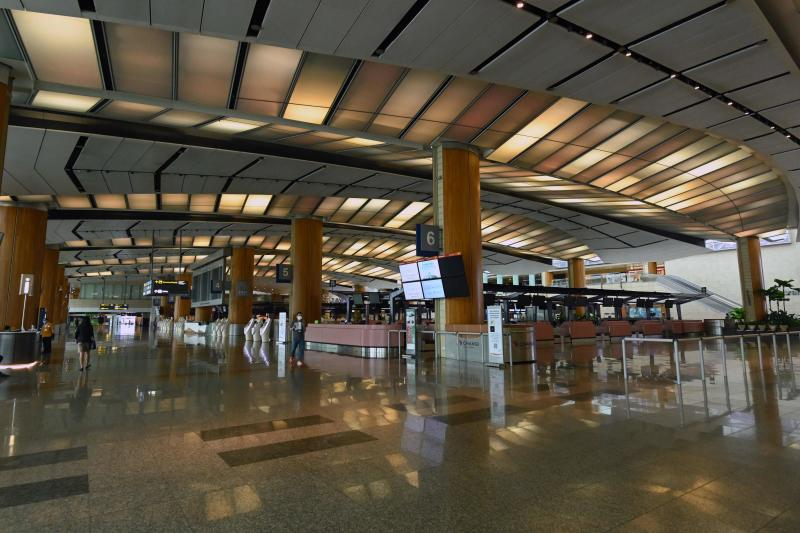 A general view of the departure hall of Singapore Changi Airport's terminal 2 in Singapore on April 30, 2020. (AFP photo)
