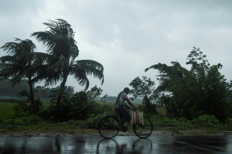 'Super cyclone' nears Bangladesh, India