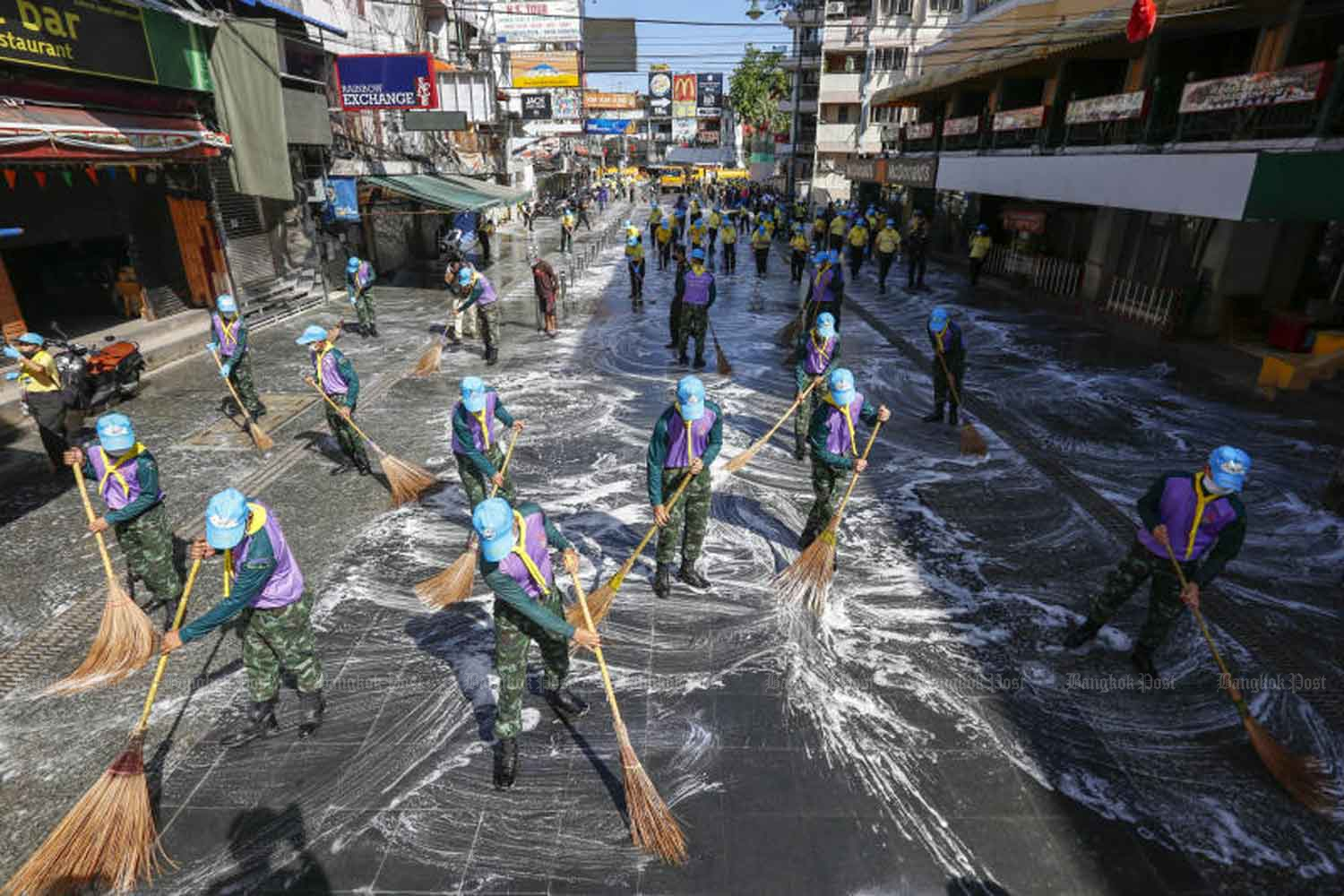 Volunteers engage in a large-scale cleaning effort stretching the length of Khao San Road after the well-known tourist strip was renovated and repaved. The clean-up was carried out in cooperation with the Phra Nakhon district office. (Photo: Pattarapong Chatpattarasill)