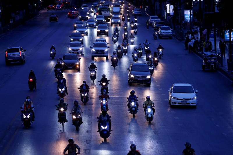 Bangkok roads are again becoming congested after the Centre for Covid-19 Situation Administration eased isolation measures and shortened curfew hours last Sunday. (Photo: Reuters)