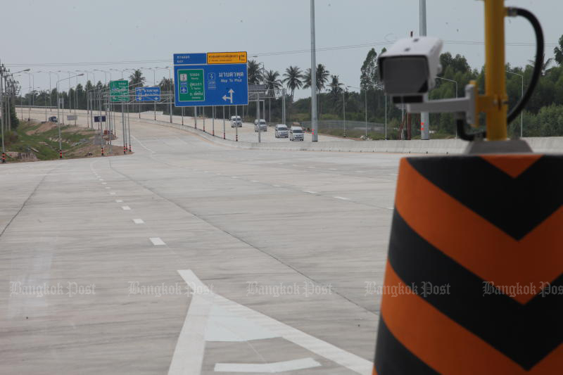 Driving on the motorway extension from Pattaya to Map Ta Phut will be free until its official opening in September. (Photo by Apichart Jinakul)