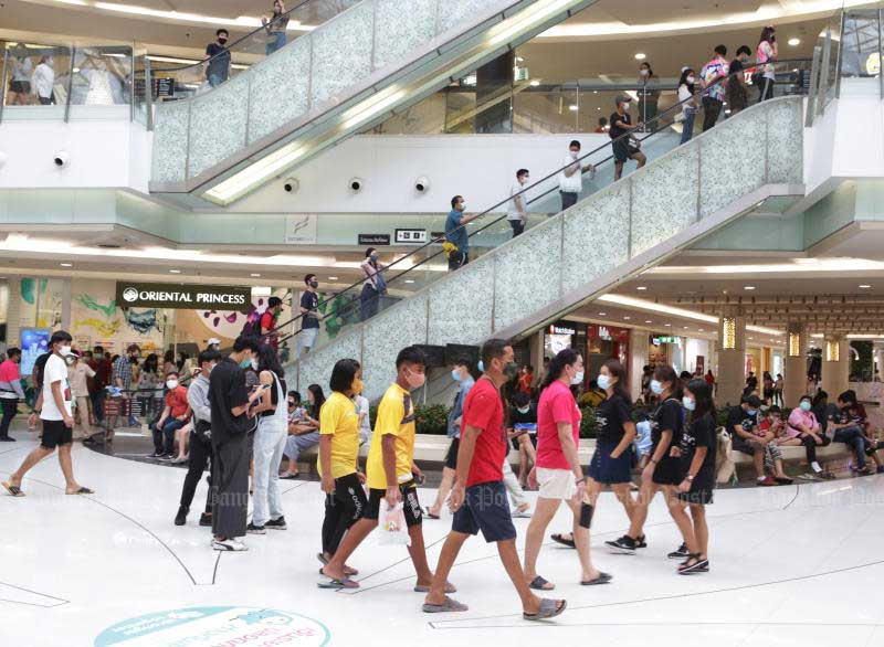 People rushed back to shopping malls on the first day of business resumption on Sunday. (Photo by Apichit Jinakul)