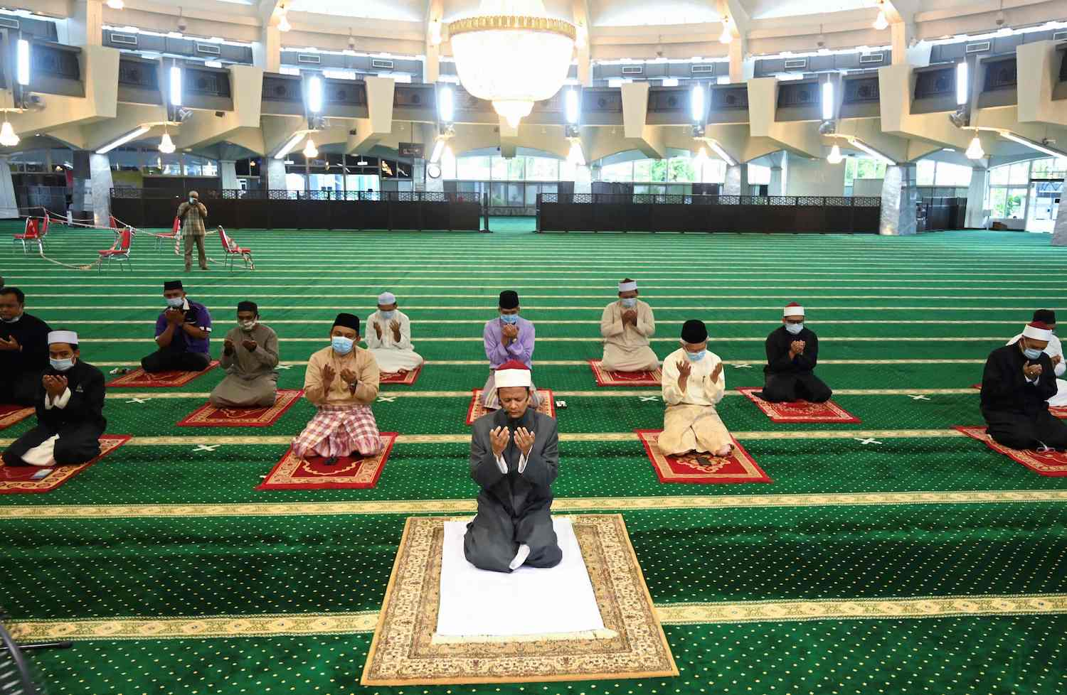 Muslim men observe social distancing during Friday prayers at the state mosque in Penang, Malaysia, ahead of Eid al-Fitr which fell on Saturday night and marked the end of the holy month of Ramadan. (AFP Photo)