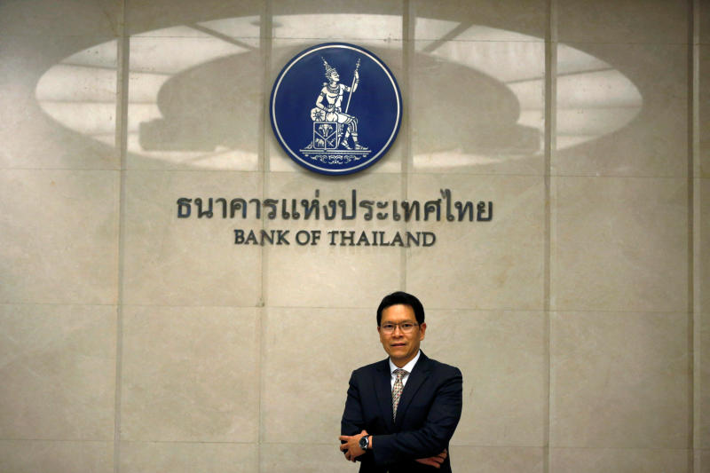 Bank of Thailand Governor Veerathai Santiprabhob poses after an interview with Reuters in Bangkok, Aug 5, 2016. (Reuters file photo)