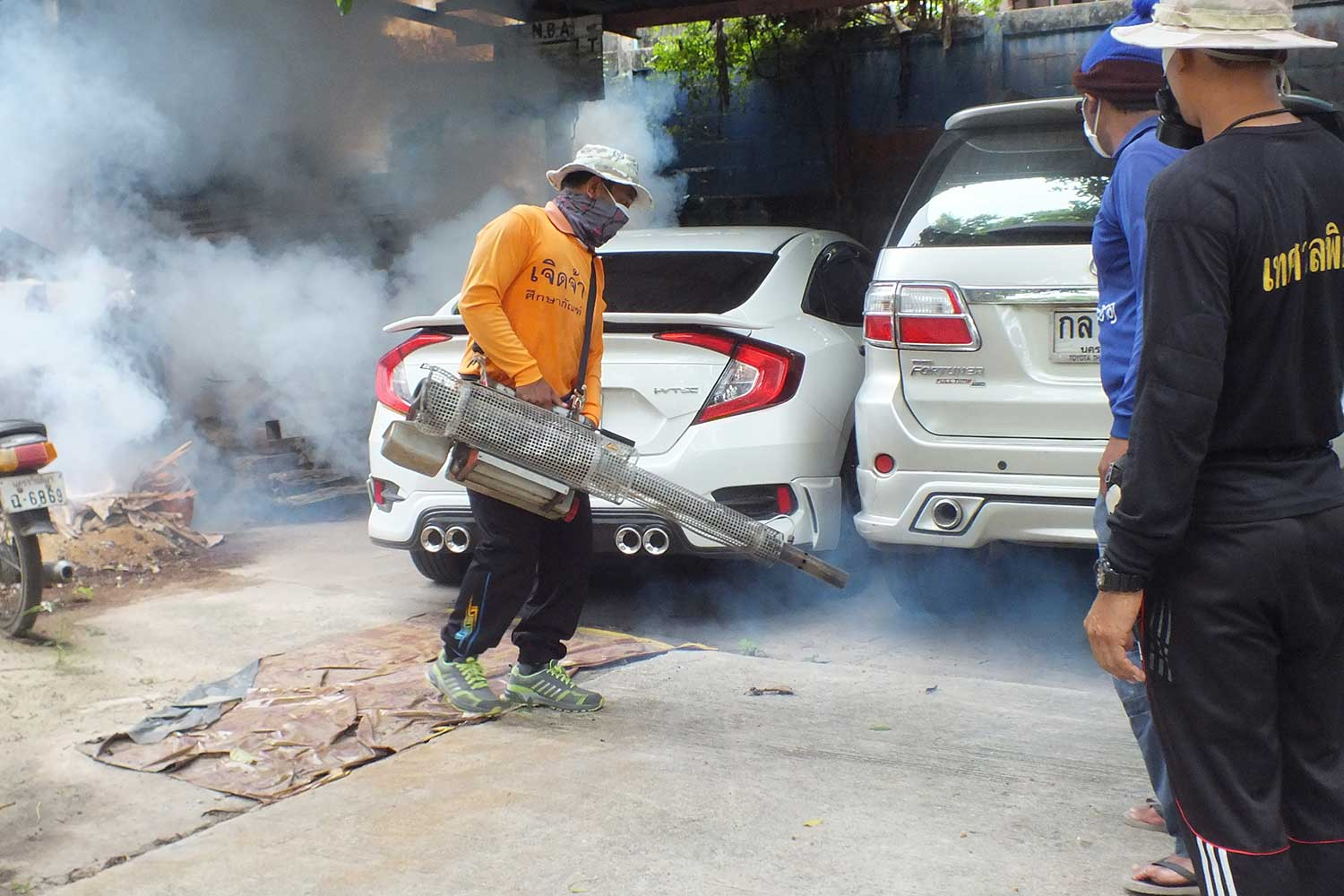 Workers spray insecticide fog to kill mosquitoes in Nakhon Ratchasima province, where  dengue fever has claimed two lives and sent 1,037 to hospital so far  this year. (Photo: Prasit Tangprasert)