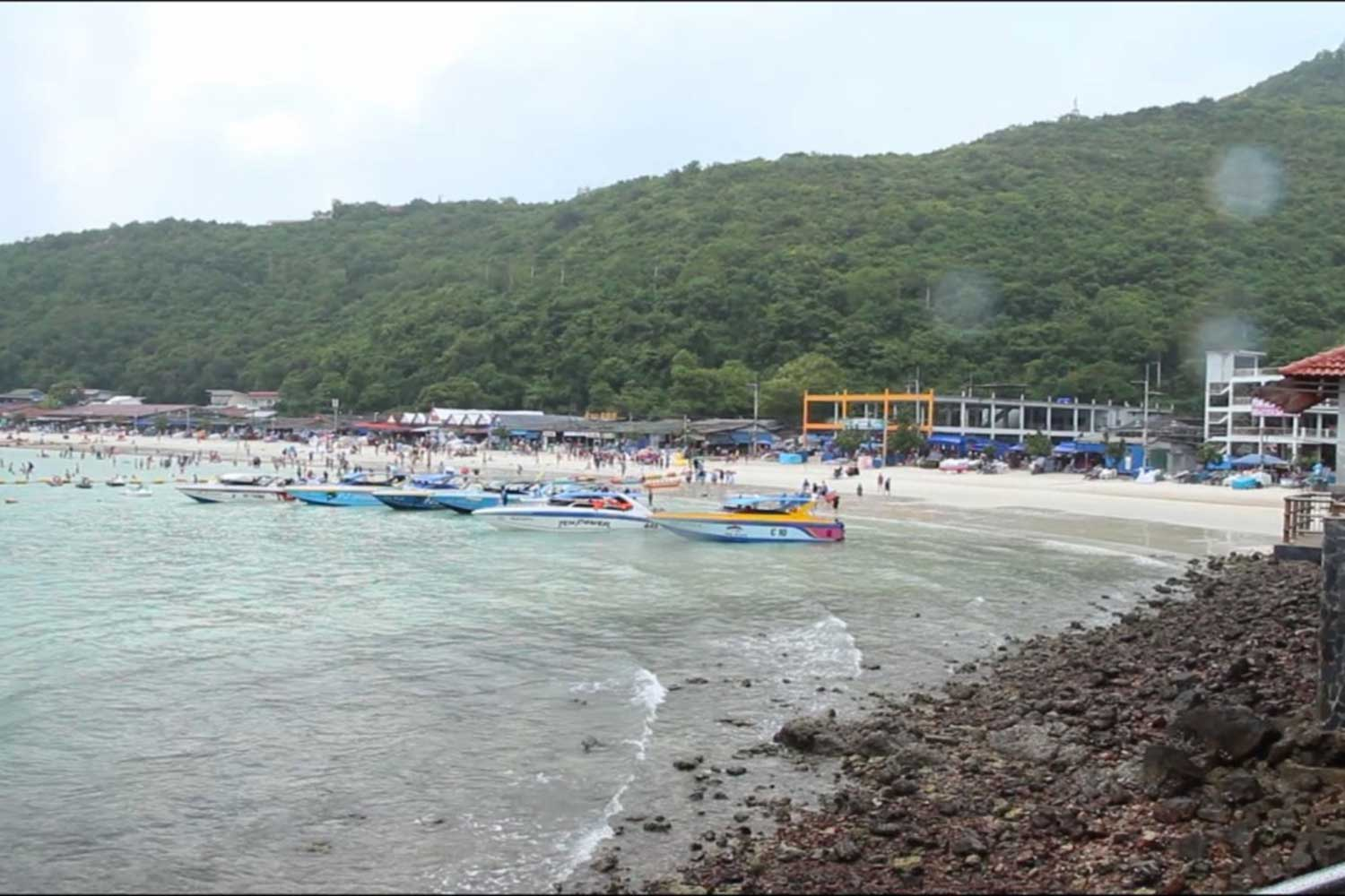 Popular Koh Lan island, off the coast from Pattaya, is expected to reopen to tourists in June. (Photo: Chaiyot Pupattanapong)