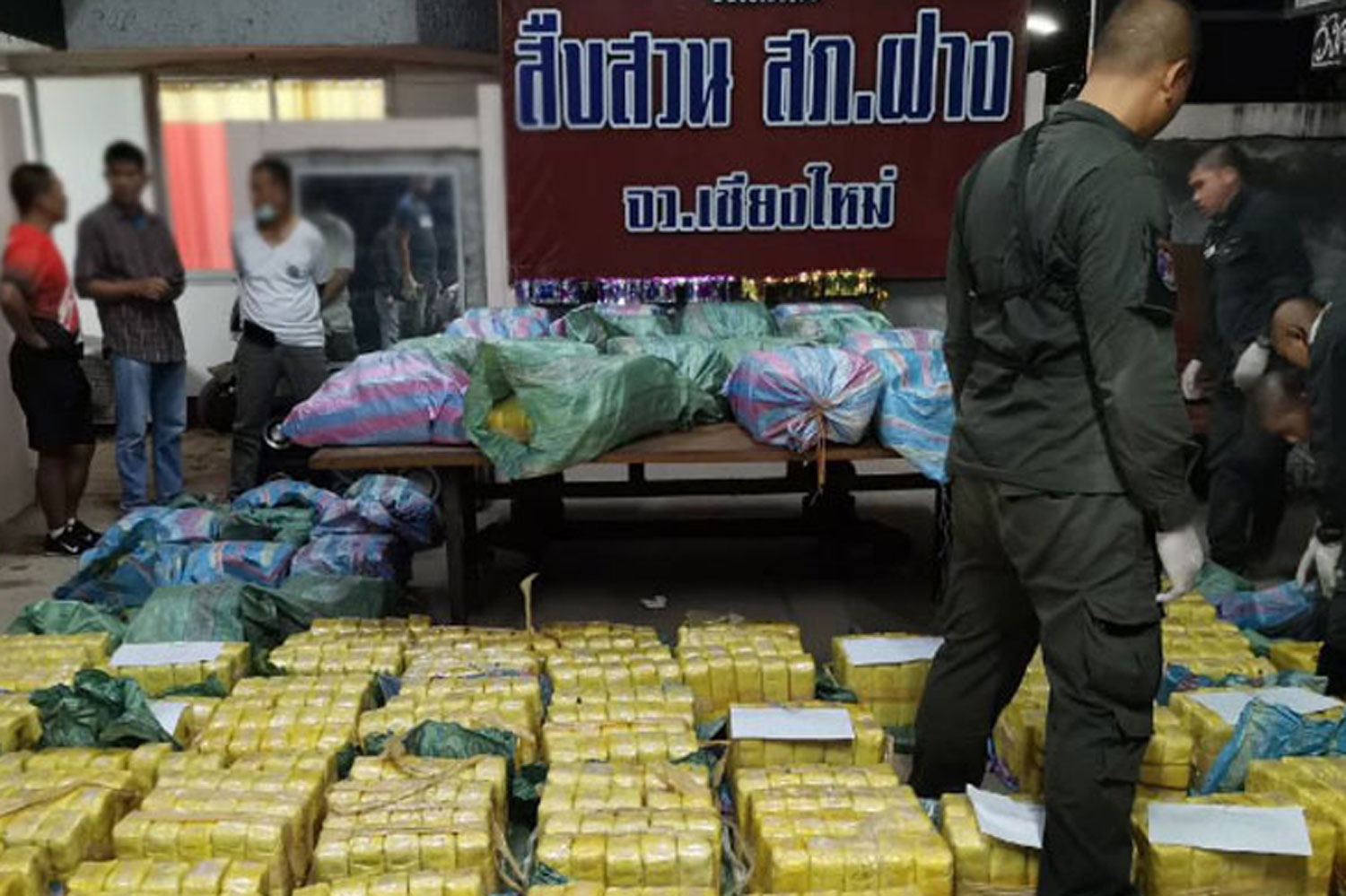 Police display packages containing 14 million speed pills seized from a pickup truck parked at a hotel in Fang district of Chiang Mai in the early hours of Saturday. (Photo: FM91bkk.com)