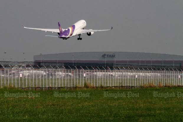 A Thai Airways International plane departs Suvarnabhumi airport. (Bangkok Post file photo)