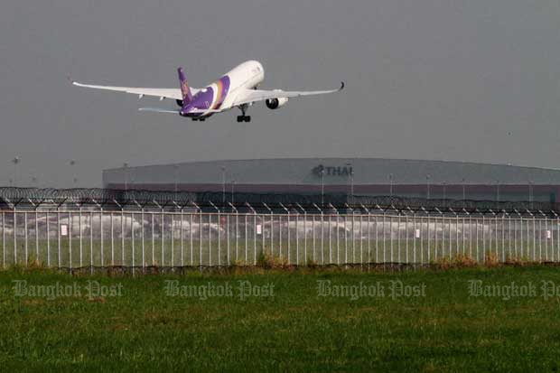 A Thai Airways International plane leaves Suvarnabhumi airport. (Bangkok Post file photo)