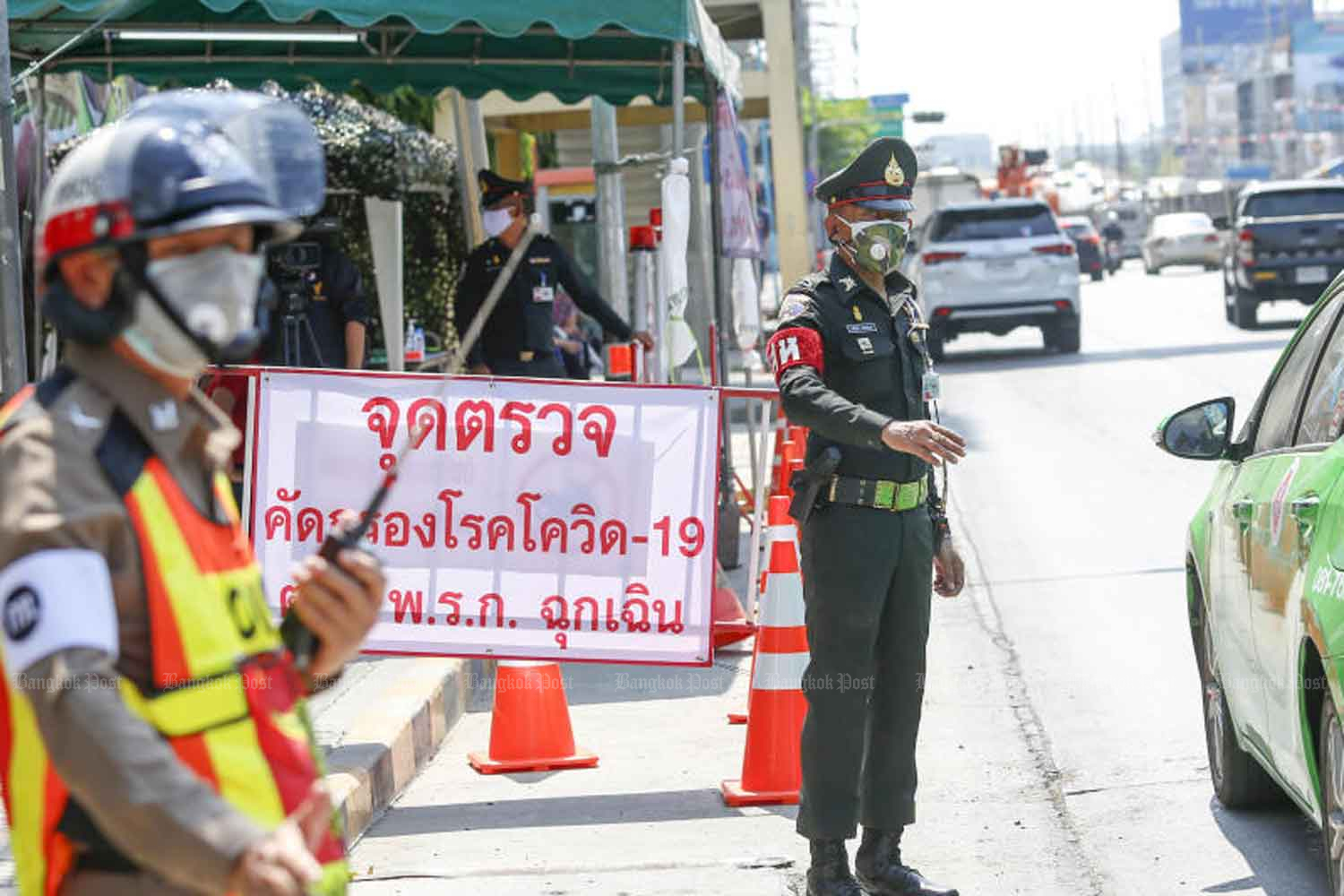 Covid-19-related checkpoints are expected to be removed, with the government likely to lift the night curfew soon. (Photo: Pattarapong Chatpattarasill)