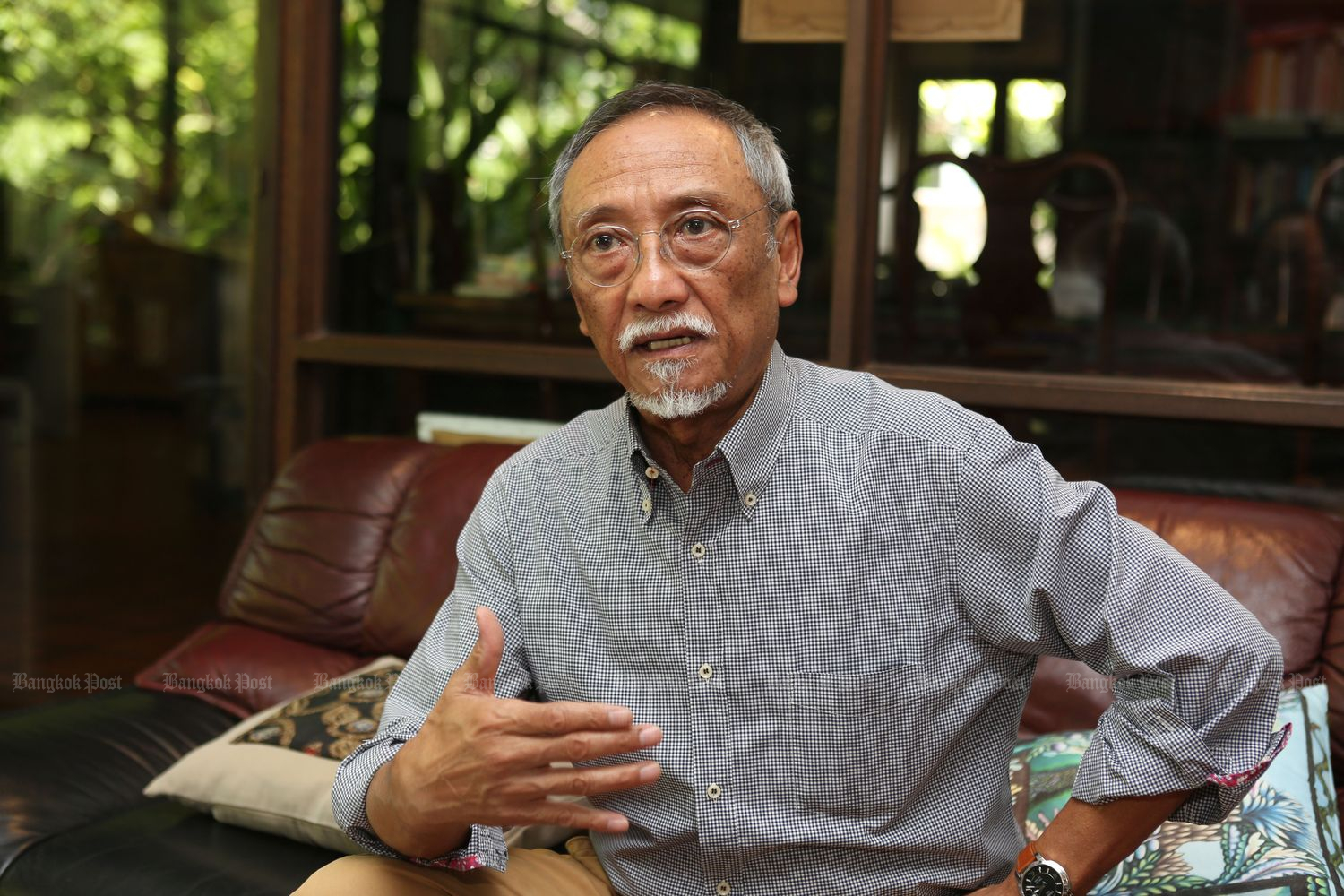 Kraisak Choonhavan gives an interview with the Bangkok Post in 2015. (Bangkok Post file photo)