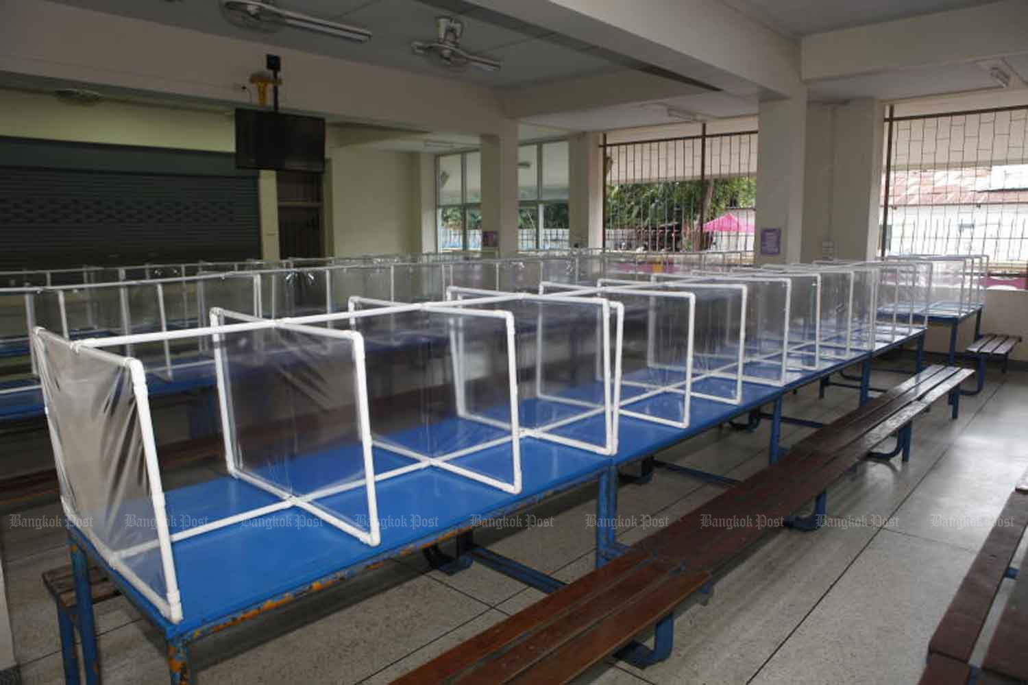 Partitions were installed in the canteen of a school in Sai Mai district of Bangkok to prepare for its reopening amid Covid-19 concerns. (Photo by Nutthawat Wicheanbut)
