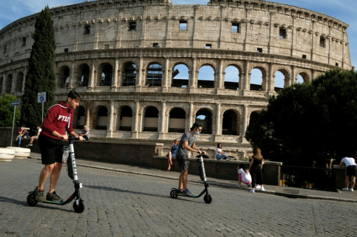 Italian PM presses on with economic summit