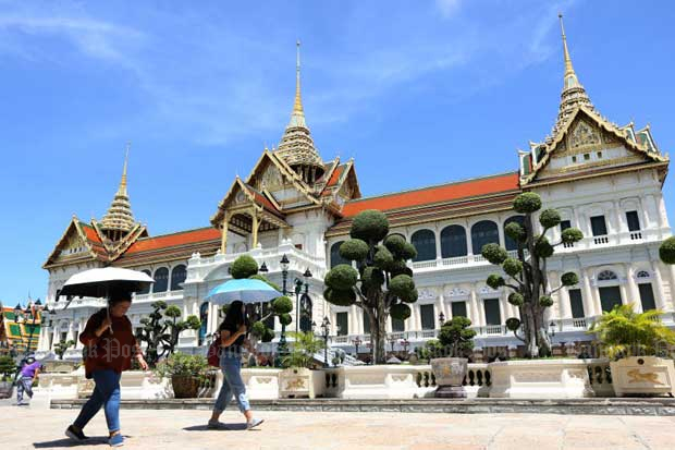 Only a small number of visitors are seen at the Grand Palace on Saturday as the tourist attraction reopens after being shut for about two months due to the Covid-19 pandemic. (Photo by Wichan Charoenkiatpakul)