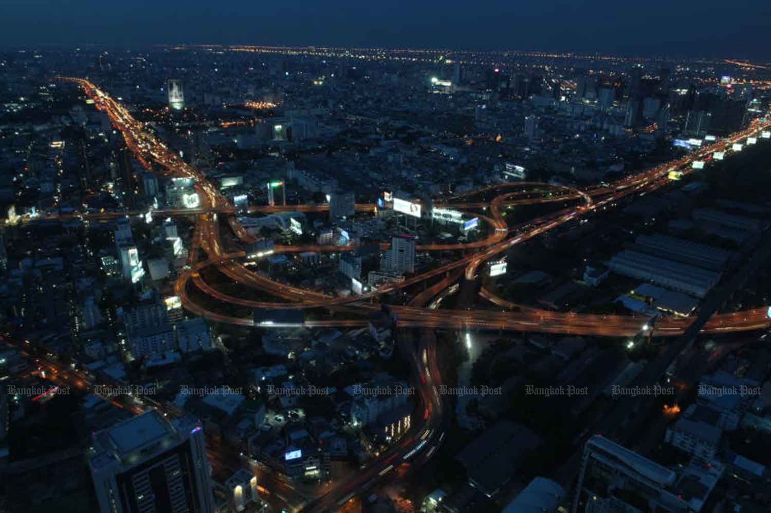 An expressway interchange, photographed from Baiyoke Tower II Sunday night, shows light traffic. Busy traffic is set to return after the night-time curfew was lifted from 11pm Sunday. (Photo by Arnun Chonmahatrakool)