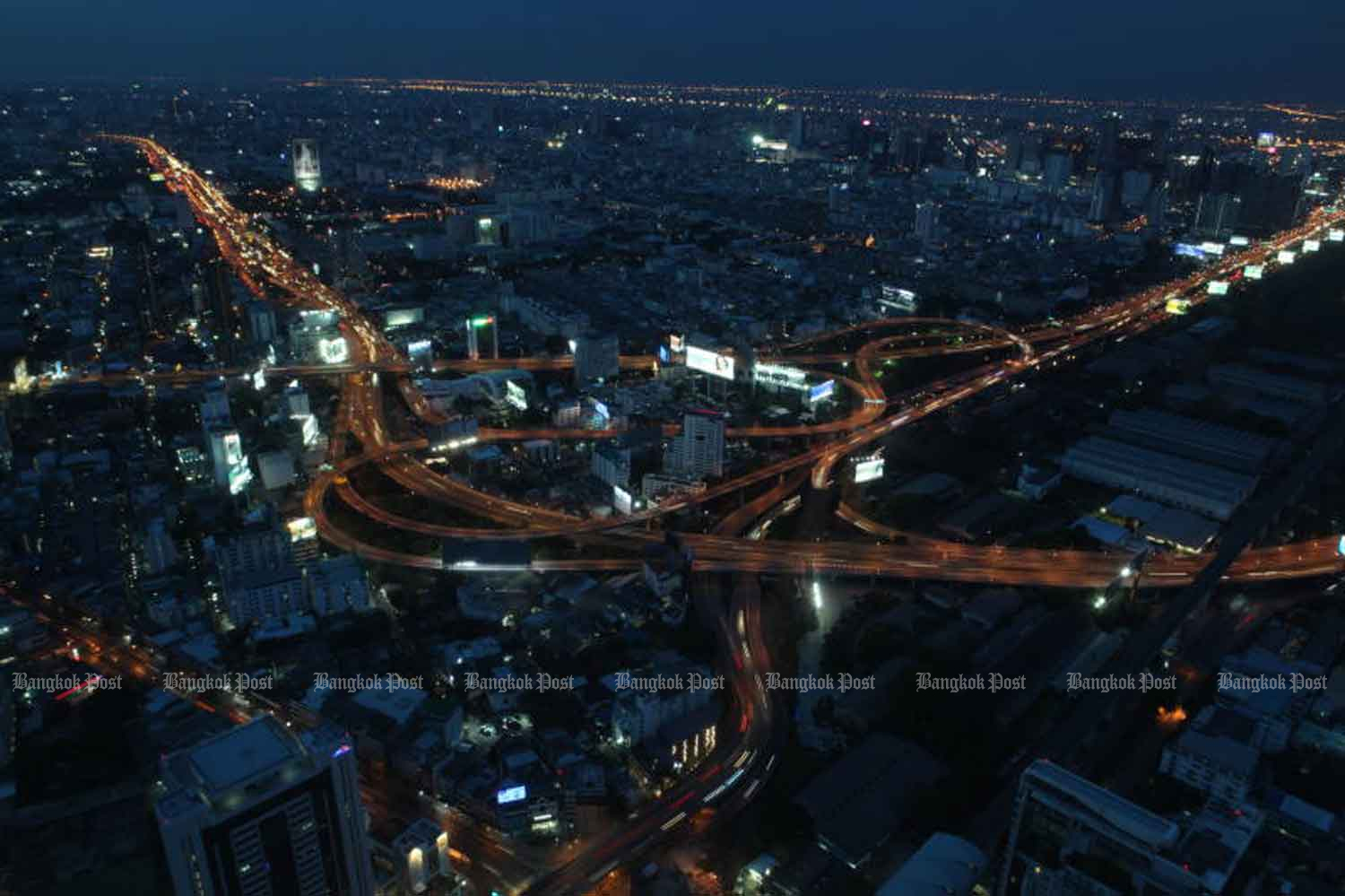 An expressway interchange, photographed from Baiyoke Tower II Sunday night, shows light traffic. Busy traffic is set to return after the night-time curfew was lifted from 11pm Sunday. The lifting of the curfew was published in the 'Royal Gazette'. Photo by Arnun Chonmahatrakool