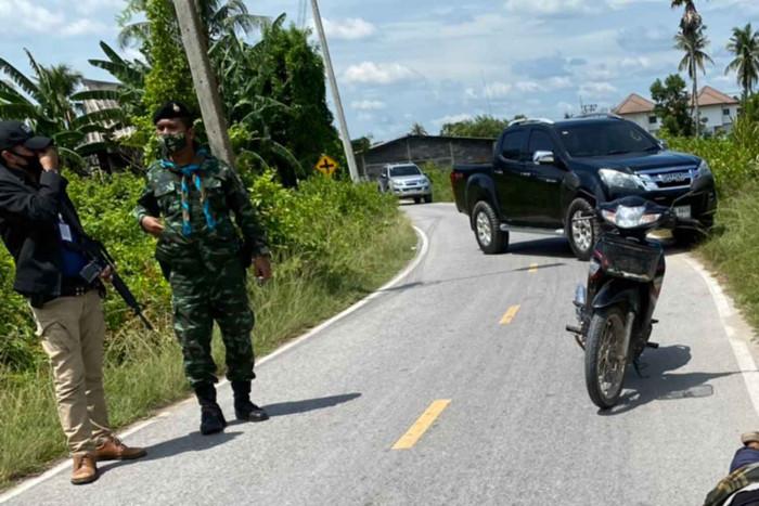 Gunman attacks checkpoint, shot dead