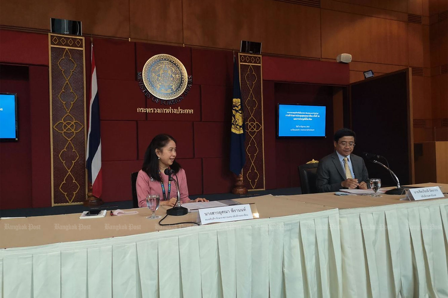 Usana Berananda, Department of Asean Affairs' acting director-general, left, and Cherdkiat Atthakor, Ministry of Foreign Affairs' spokesman hold a press conference on the upcoming Asean Summit.(Photo by Kornchanok Raksaseri)