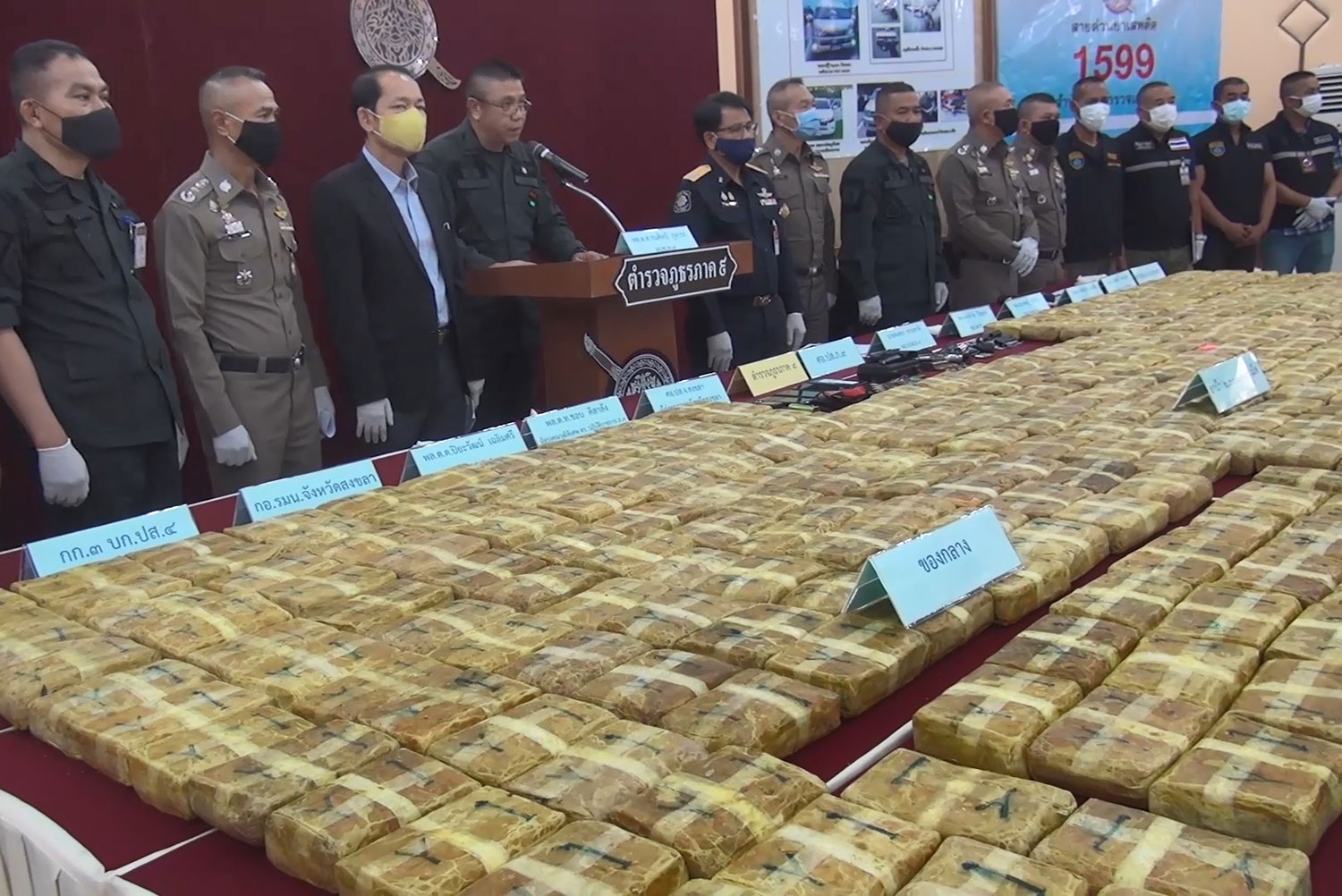 Packs of 2 million speed pills are displayed during a press conference in Songkhla on Friday. Police arrested four suspects in Muang and Hat Yai districts. (Photo: Assawin Pakkawan)
