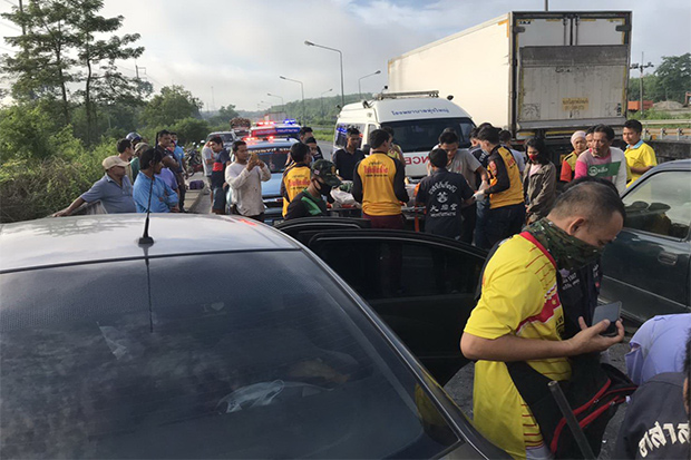 Rescue volunteers and police at the scene where a car rear-ended a lorry in Thung Yai district of Nakhon Si Thammarat on Monday morning. (Photo: Nujaree Raekrun)