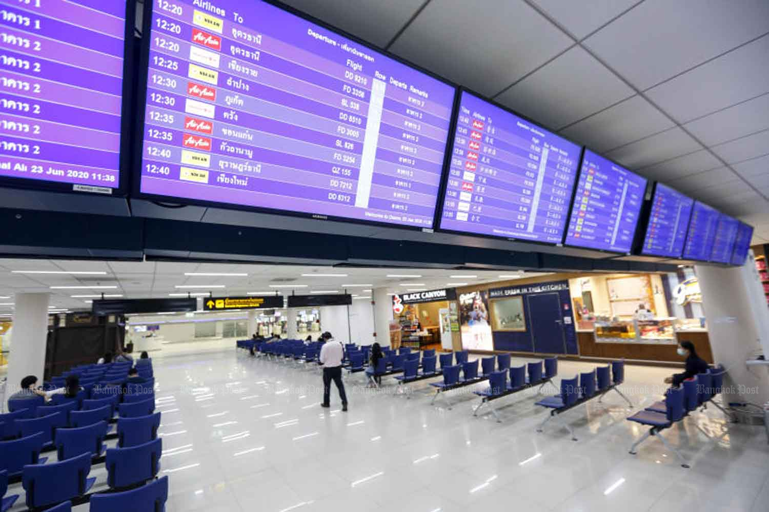 The passenger terminal of Don Mueang airport in Bangkok is virtually empty on Tuesday. The government plans to welcome several categories of visitors next month. (Photo: Pattarapong Chatpattarasill)