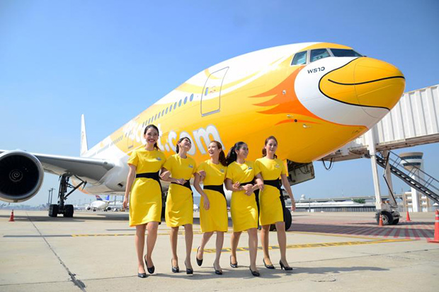 NokScoot cabin attendants pose in front of a Boeing 777-200 at Don Mueang airport on Feb 1, 2017. (NokScoot photo)