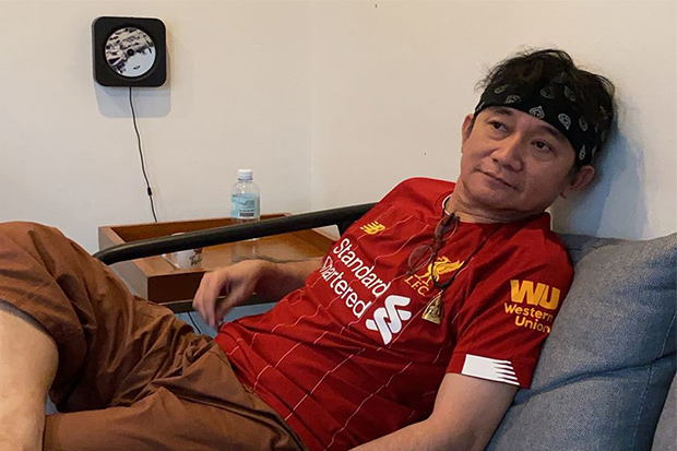 Singer Pongsit Kamphi posts a picture of himself in a Reds jersey with a message saying
