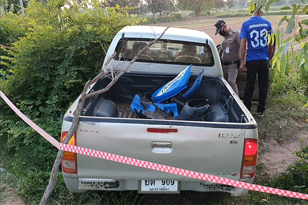 Police cordon off the spot where a pickup crashed on a roadside in Khong district of Nakhon Ratchasima on Sunday. (Photo by Prasit Tangprasert)