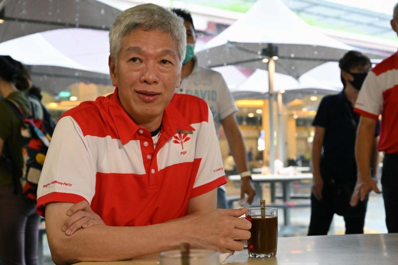Lee Hsien Yang, the brother of Singapore's Prime Minister Lee Hsien Loong, sits for a coffee after been presented membership to the opposition Progress Singapore Party at at an event at the Tiong Bahru Market in Singapore on June 24, 2020. (AFP photo)
