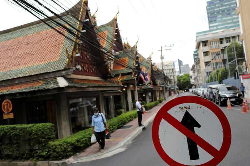 A view of an almost empty tourist street near the Chao Phraya river after the government eased some protective measures following the coronavirus disease outbreak, in Bangkok, June 26, 2020. (Reuters photo)