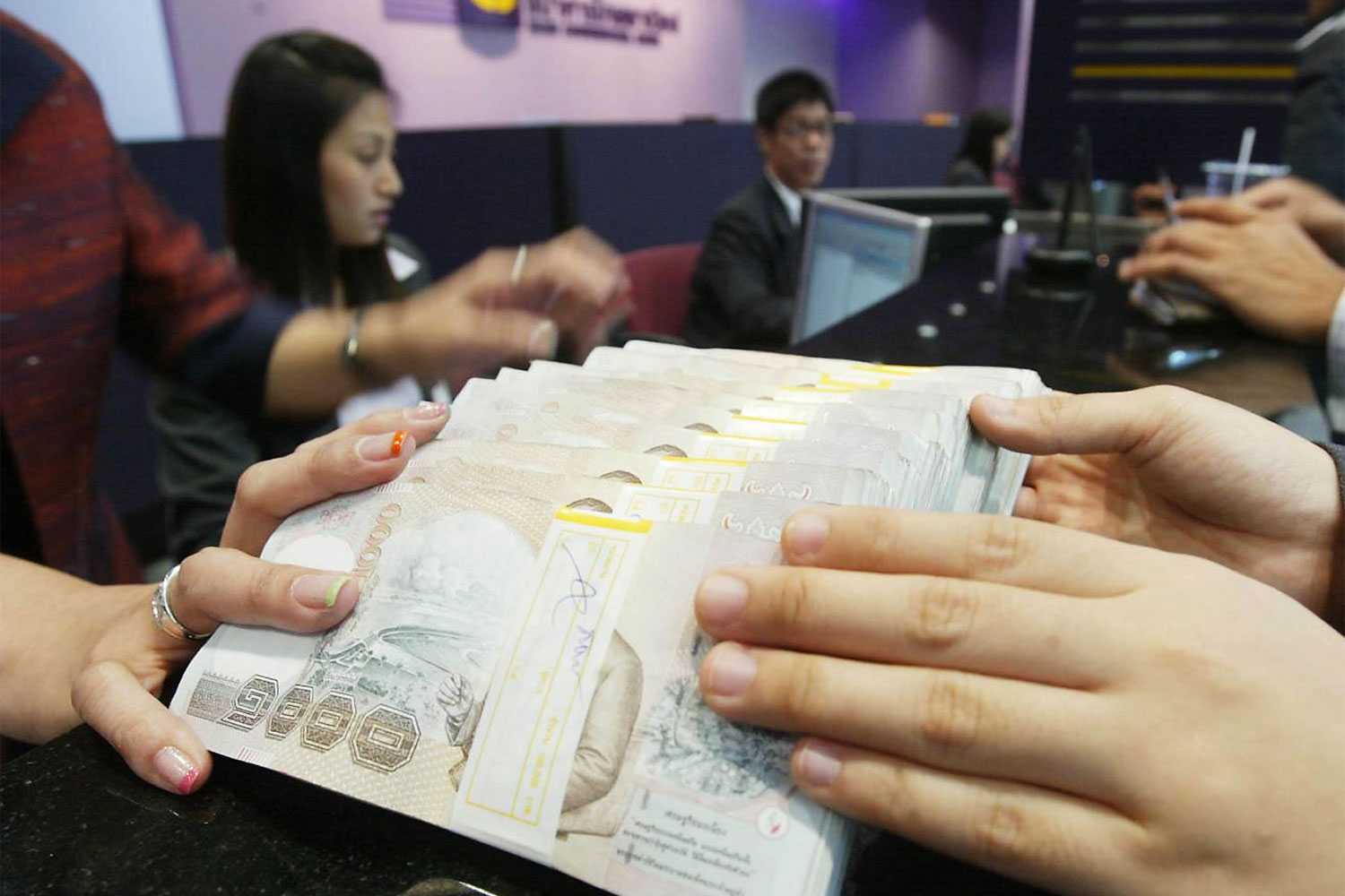 The Bank of Thailand is offering 500 billion baht in soft loans to financial institutions at 0.01% interest to pass on to SMEs at 2% interest. (Photo by Phrakrit Juntawong)