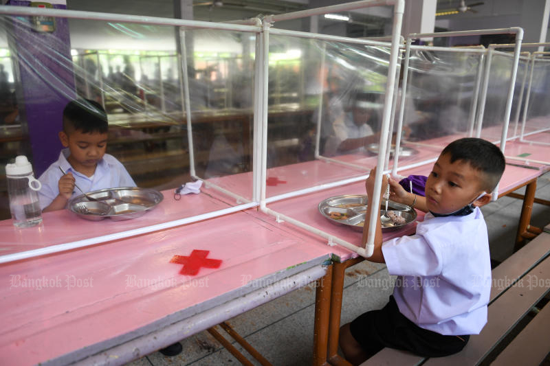 Students from the Wichuthit school in Bangkok eat their lunch after the government eased isolation measures and introduced social distancing to prevent the spread of the coronavirus disease, as schools nationwide reopened, on Wednesday. (Reuters photo)