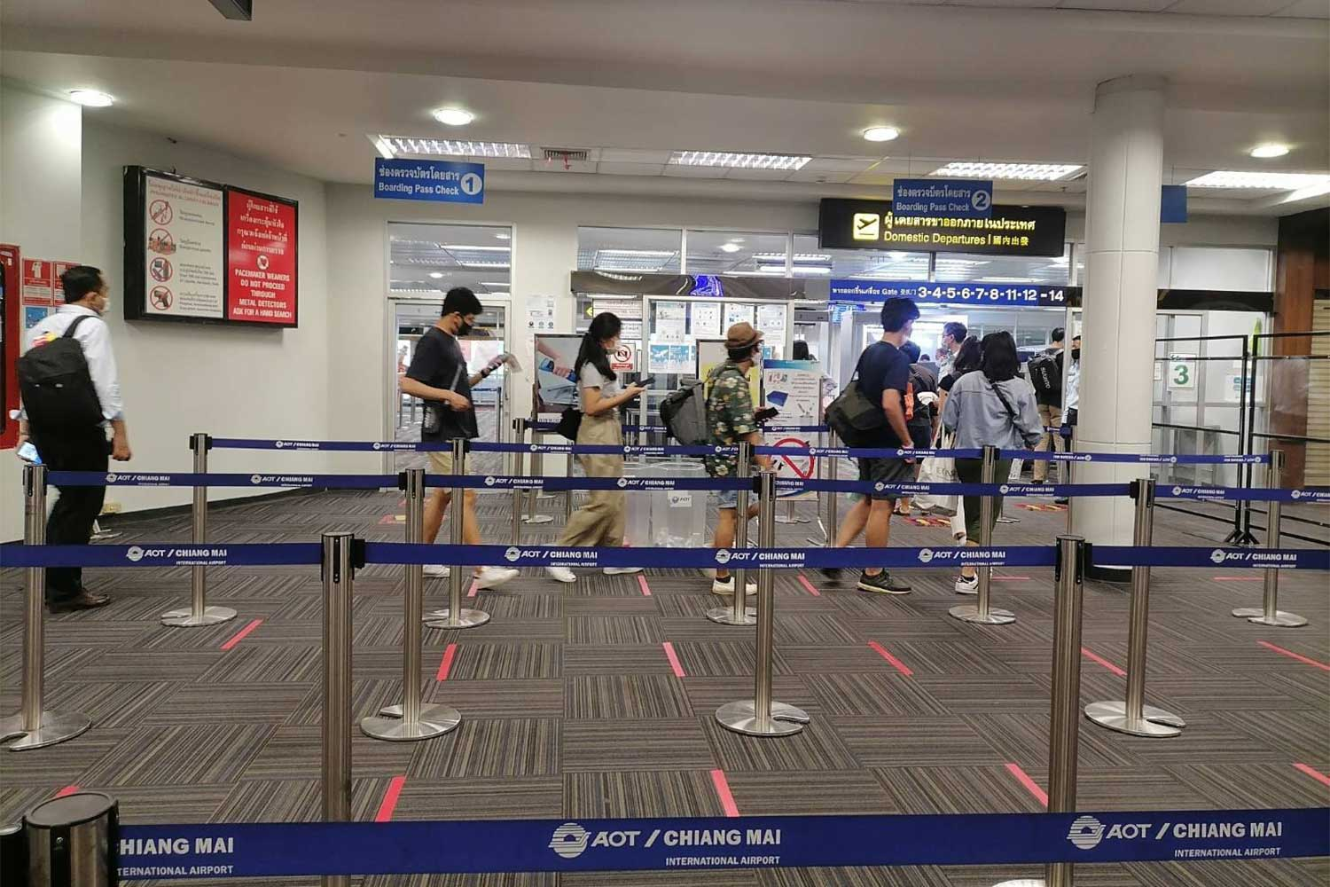 Passengers arrive at Chiang Mai airport on Thursday, where the number of domestic flights has almost doubled. (Photo: Phanumet Tanraksa)