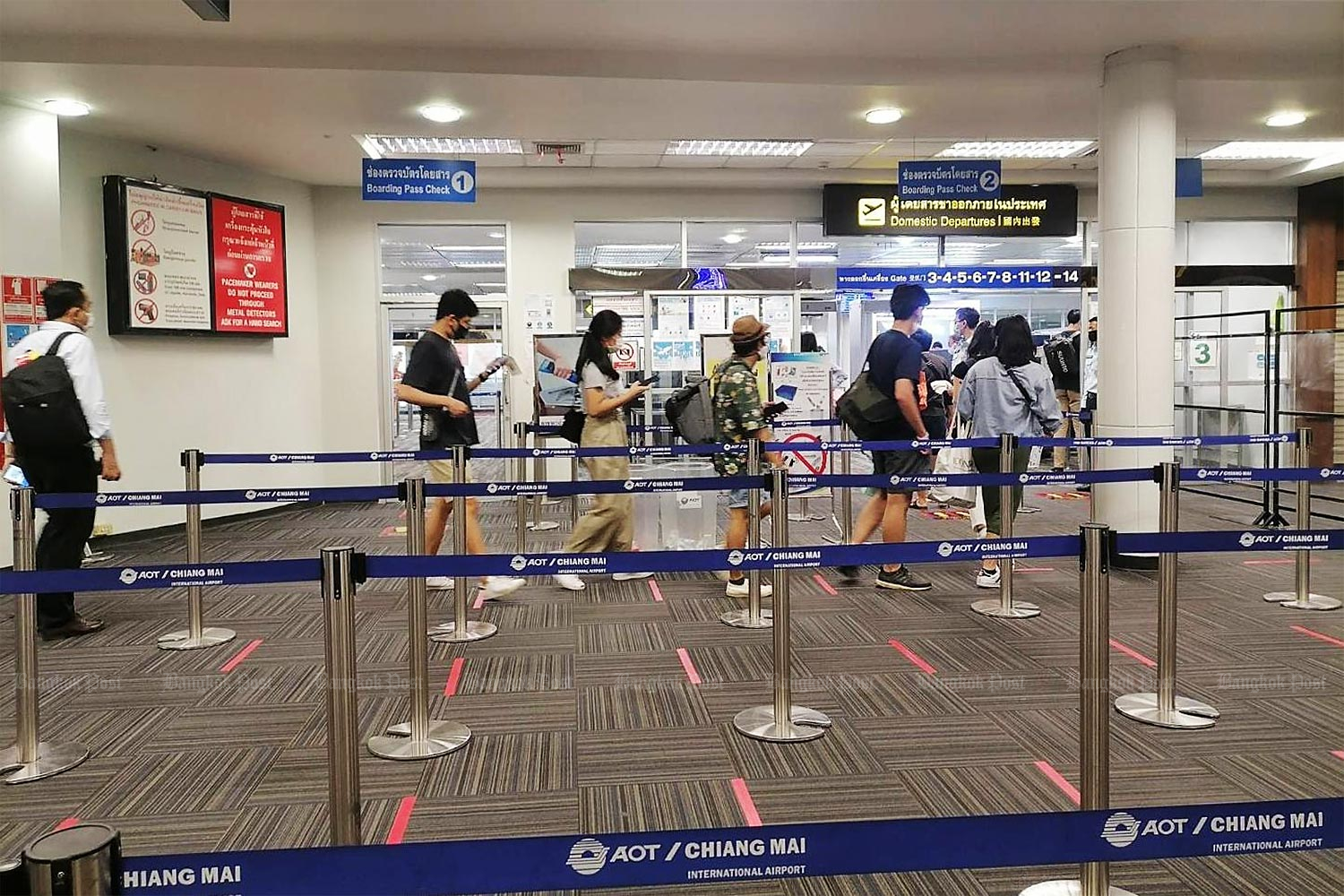 People arrive on scheduled domestic flights at Chiang Mai airport on Thursday. More flights and passengers are expected at the airport this month with the Covid-19 lockdown easing. (Photo by Phanumet Tanraksa)