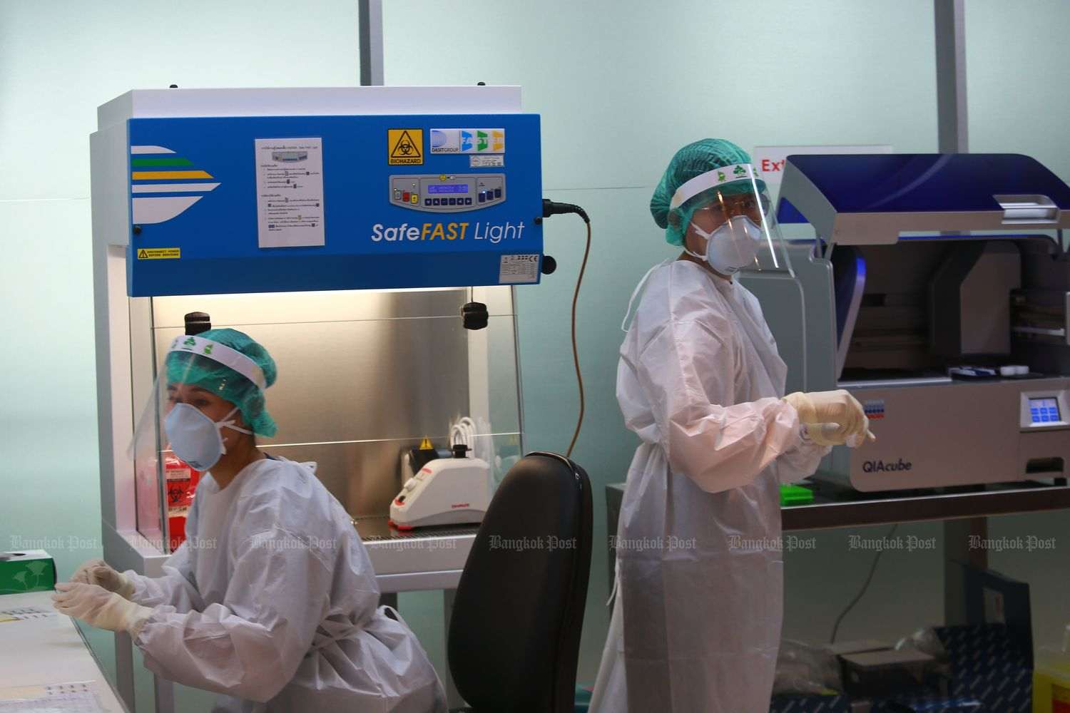 A new Covid-19 laboratory for polymerise chain reaction (PCR) or antibody tests at Suvarnabhumi airport on Friday. Airports of Thailand has stepped up preventive measures at the international gateway as the country reopens for limited international arrivals. (Photos by Somchai Poomlard)