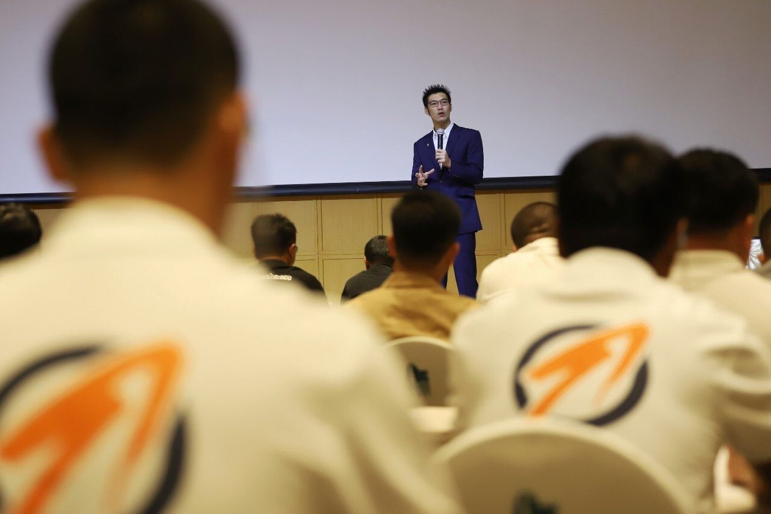 Thanathorn Juangroongruangkit, leader of the Progressive Movement, speaks at a training session for prospective candidates for local elections at the Thai Summit building in Bangkok on Saturday. (Photo from Progressive Movement)