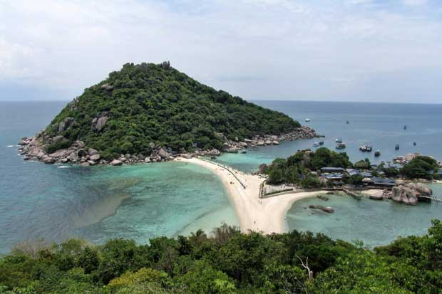 Koh Tao in Surat Thani is one five southern island destinations where tourism ministry officials have proposed the Centre for Covid-19 Situation Administration allow visits by foreign tourists early next month.