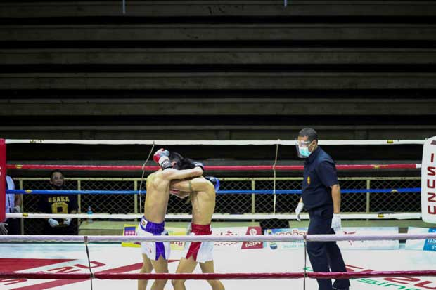 Muaythai boxers fight in front of empty spectator seats behind closed doors due to the spread of the coronavirus disease at Siam Boxing Stadium in Samut Sakhon on Saturday. (Reuters photo)