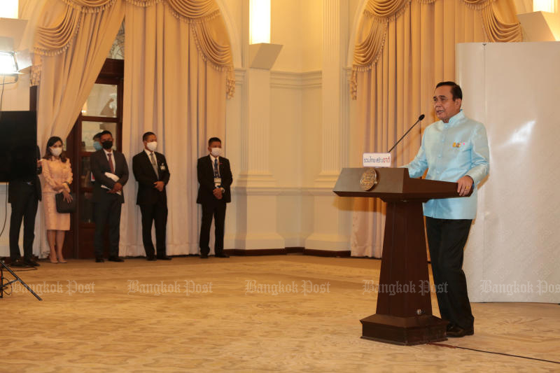 Prime Minister Prayut Chan-o-cha holds a media briefing on Tuesday on the decision to open up the country to ease economic pain. (Photo by Chanat Katanyu)