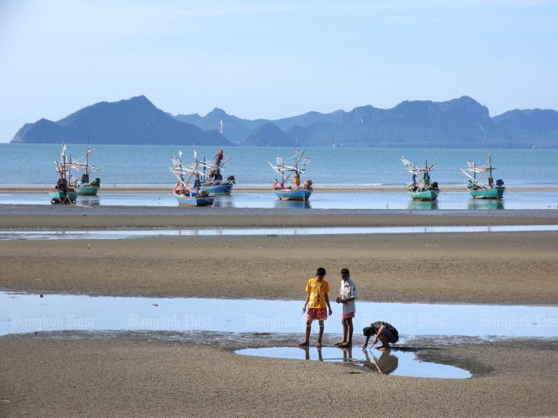 Tourists enjoy Hua Hin beach. Photo by Pongpet Mekloy