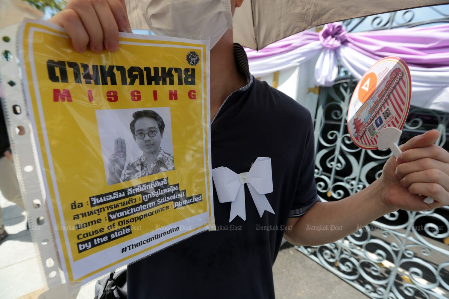 An activist holds up a picture of missing pro-democracy activist Wanchalearm Satsaksit during a 'White Bows for Justice' campaign on June 12. The self-exiled activist was kidnapped in  Phnom Penh on June 4. (Photo by Chanat Katanyu)