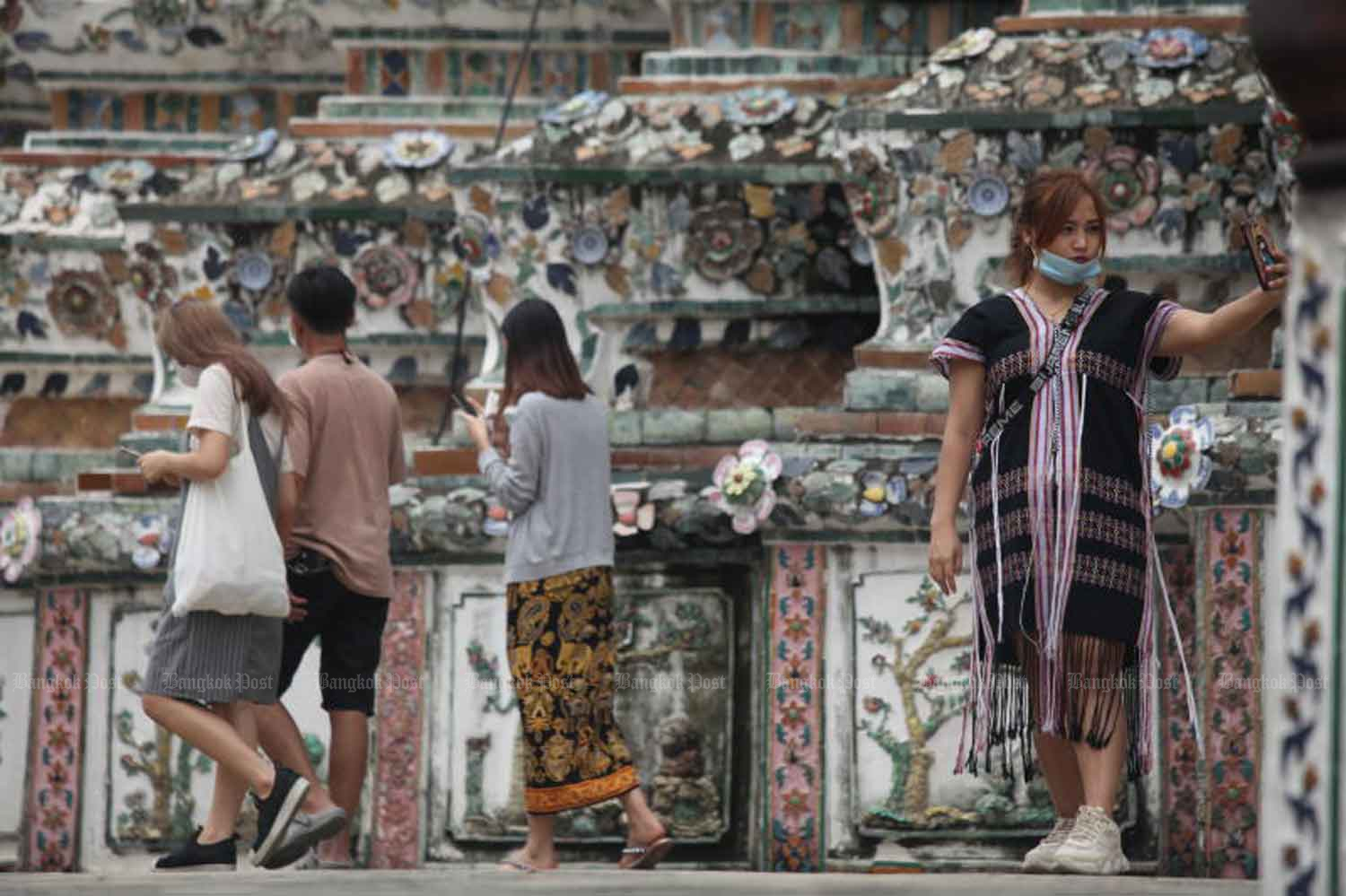 A visitor takes a selfie at the Temple of Dawn in Bangkok on Tuesday. (Photo: Arnun Chonmahatrakool)