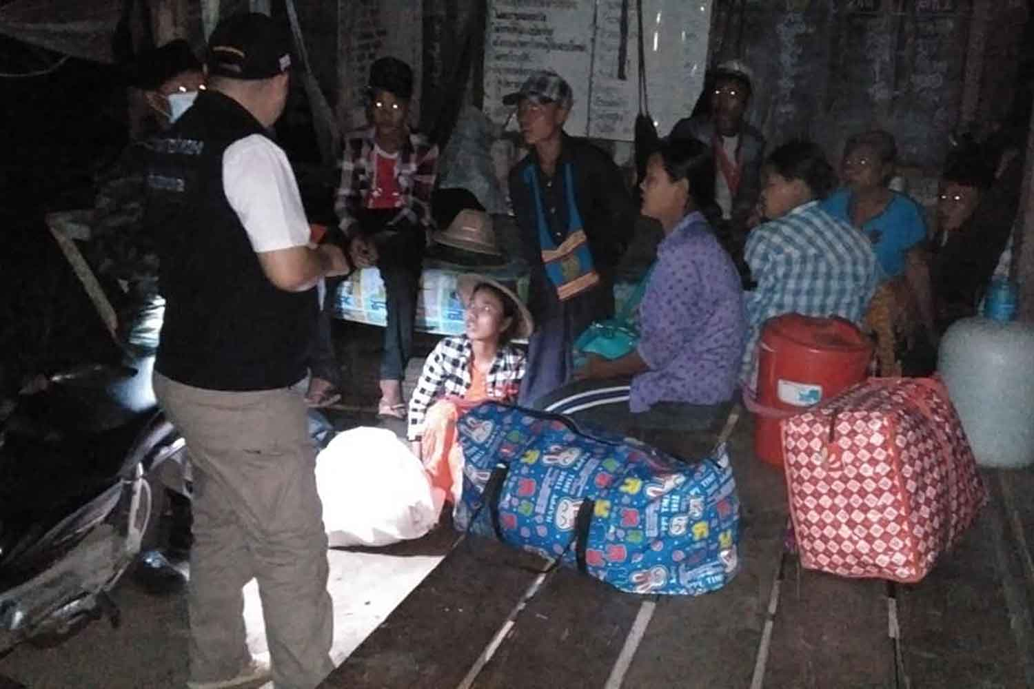 Myanmar illegal migrants arrested in Phop Phra district of Tak on Wednesday night. (Photo: Assawin Pinitwong)