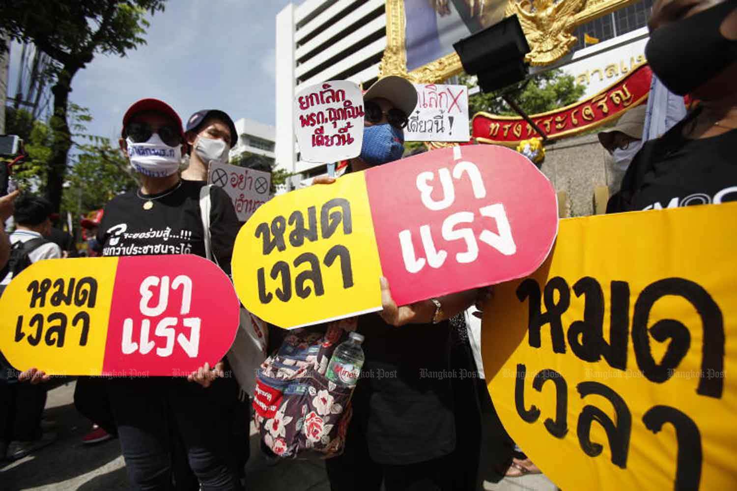 Activists gather at the Civil Court in Bangkok on Thursday, seeking an order that the government use normal laws to control Covid-19 instead of the executive emergency             decree. (Photo: Nutthawat Wicheanbut)