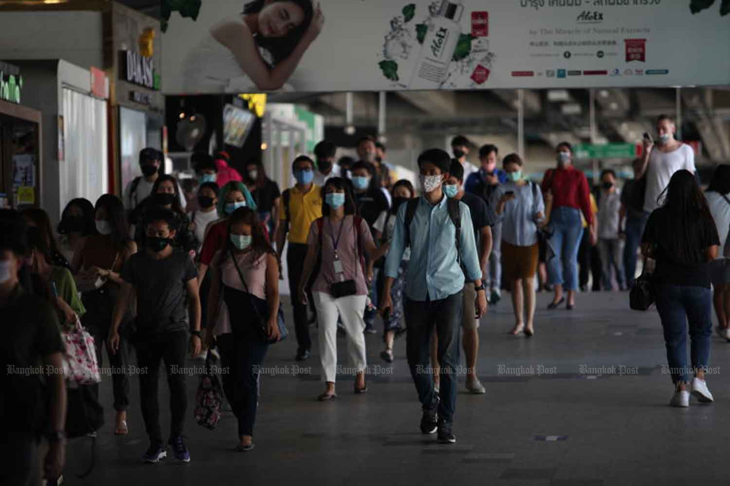 Commuters wear face masks at Phaya Thai train station in Bangkok on Friday, when the government announced no new Covid-19 cases. (Photo: Apichart Jinakul)