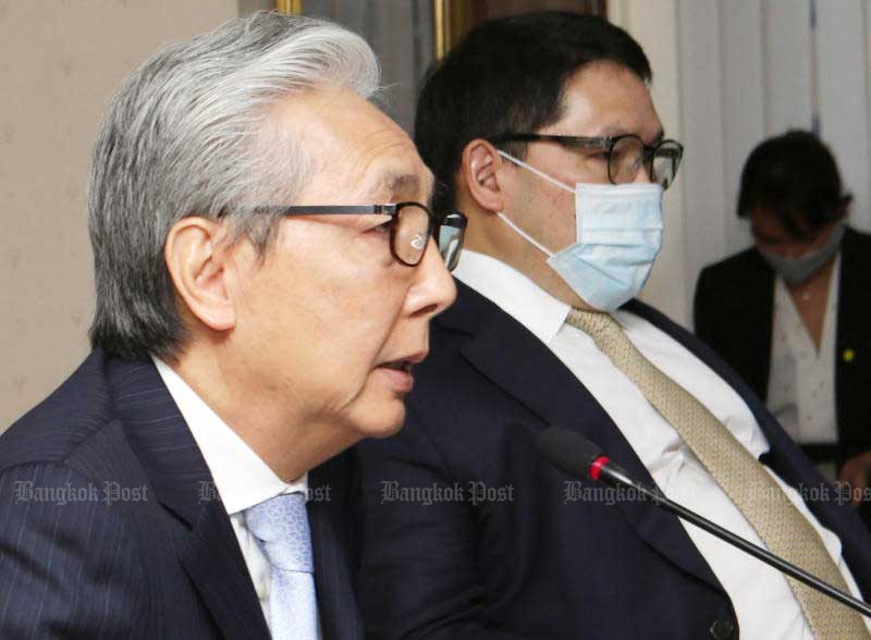 Deputy Prime Minister Somkid Jatusripitak and Finance Minister Uttama Savanayana lead a meeting to help SMEs at the Office of Small and Medium Enterprises Promotion on June 29, 2020. (Photo by Apichit Jinakul)