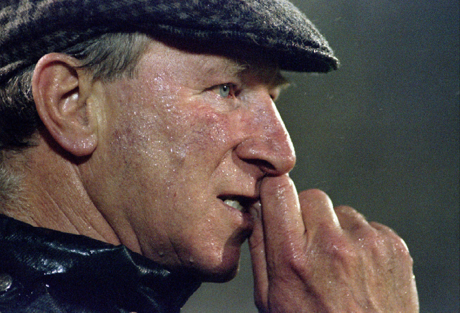 Ireland manager Jack Charlton watches the final minutes of a European Championship qualifying match against Portugal in Lisbon in November 1995. (Reuters Photo)