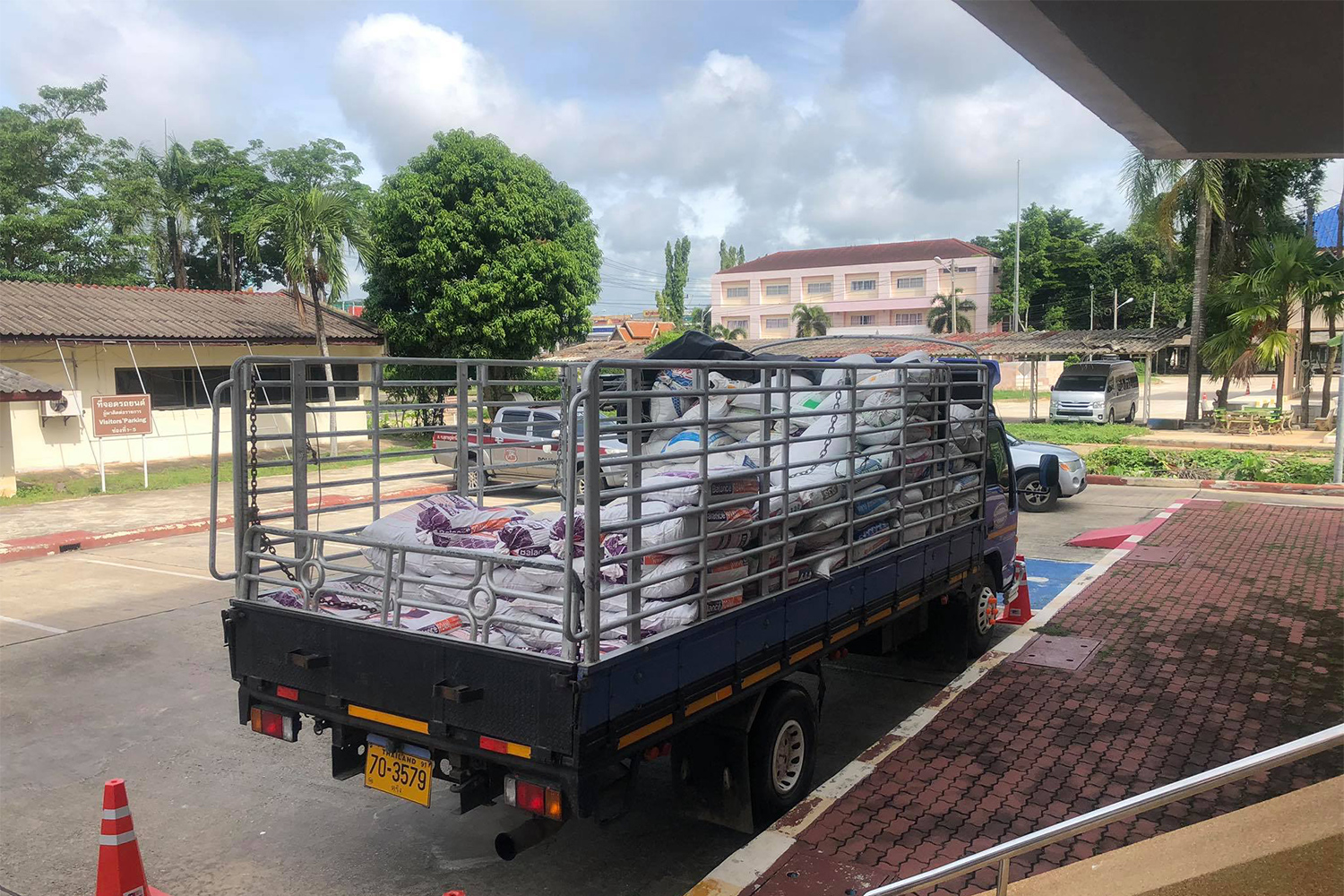 A truck with almost 1,200 kilogrammes of crystal methamphetamine hidden under sacks of cow dung was towed to the Provincial Police Region 8 office in Muang district of Surat Thani. (Photo by Supapong Chaolan)