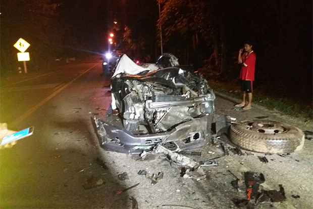The wreckage of the car, its top sliced off, the young doctor was driving when he ran into the rear of a truck loaded with bamboo on Sunday night in Sai Yok district of Kanchanaburi. (Photo: Piyarat Chongcharoen)